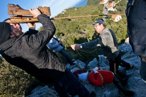 Stavljanje rakli na uzu, ožujak 2011. (foto: Stjepan Tafra)
