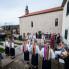 Izvedba kola bijelih maškara kod crkve, Putnikovići, ožujak 2014. (foto: Stjepan Tafra)
