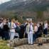 Čašćenje publike i sudionika nakon izvedbe kola bijelih maškara, Putnikovići, ožujak 2014. (foto: <em>Stjepan Tafra</em>)