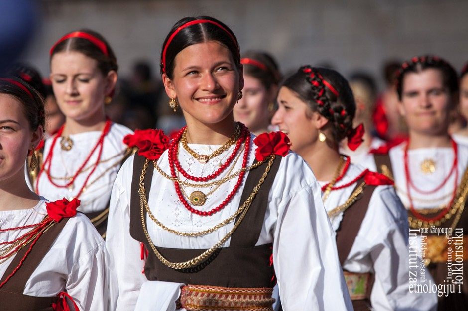 VU Kumpanjija Blato, tancarice, Sv. Vicenca, travanj 2013. (foto: <em>Stjepan Tafra</em>)