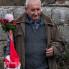 Gospodin s barjakom i barutom nakon izvedbe kola bijelih maškara, Putnikovići, ožujak 2014. (foto: <em>Stjepan Tafra</em>)